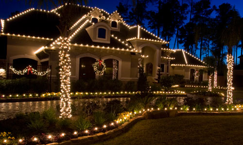 Top tasteful outdoor christmas decoration safety tips Pictures of houses decorated for christmas outside